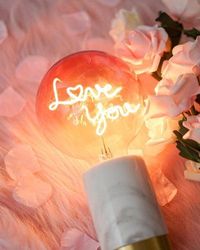 """Lampe """"Love you"""" socle en marbre noir et doré"""