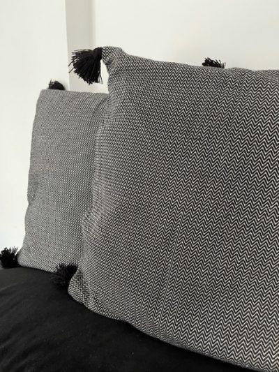 9- Duo de coussins noir & blanc