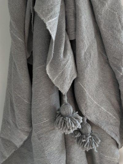 Plaid gris  & liseré argenté
